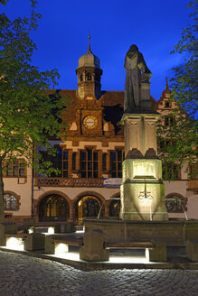 Germany, Baden-Wuerttemberg, Freiburg, town hall with Berthold Schwarz fountain - LB000571