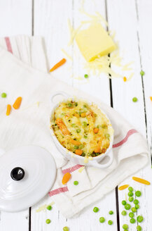 Gratin from macaroni, carrots and peas - CZF000138