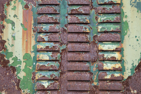 Old rusted steel sheet with leftovers of varnish, detail - WIF000443