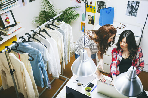 Two female fashion bloggers working in the office, elevated view - EBSF000043