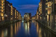 Germany, Hamburg, Wandrahmsfleet at old warehouse district (Speicherstadt) by night - RJF000003