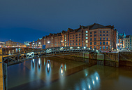 Germany, Hamburg, Jungfernbruecke crossing Zollkanal, old warehouse district (Speicherstadt) in the background by night - RJF000004