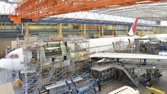 Airplane construction in a hangar - SCH000005