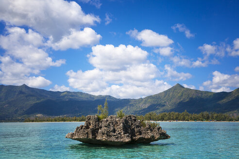 Africa, Mauritius, view to Crystal Rock and the mountains in the south of the island in the background - ROMF000001