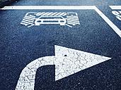 Austria, Lower Austria, Horn, Road marking on asphalt, car wash, right arrow - DISF000633