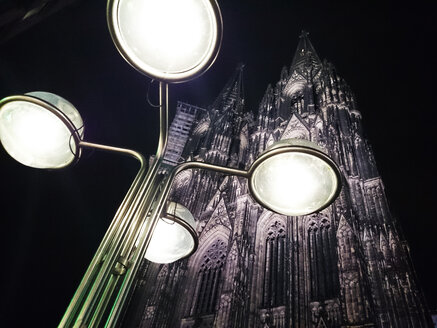 Lamps in front of the Cologne Cathedral, Cologne, Nordrhei-Westfalen, Germany - JATF000683