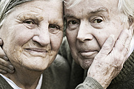 Portrait of senior couple head to head - JATF000715
