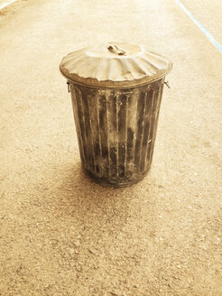 metal trash bin, Berlin, Germany - FBF000260