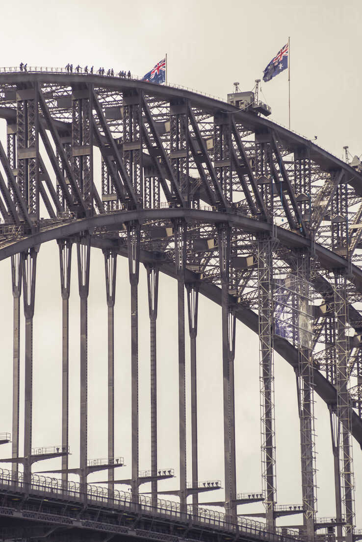 Australia, Sydney, people climbing up Harbour bridge - FBF000288 - Frank Blum/Westend61