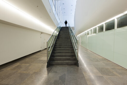 Man on staircase in modern building - HC000007