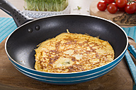 Omelette in frying pan - CSTF000141