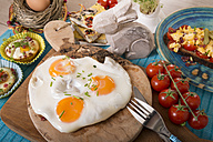 Variation of egg dishes and easter decoration - CSTF000155