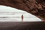 New Zealand, Punakaiki Beach, Rear view of nude man - WV000468