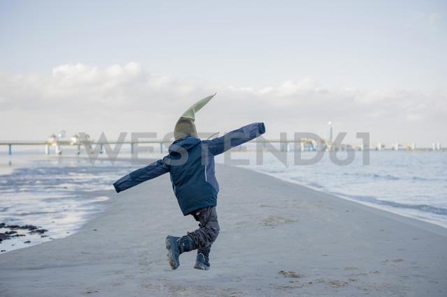 Germany, Mecklenburg-Western Pomerania, Ruegen, Boy playing at beach - MJF000893