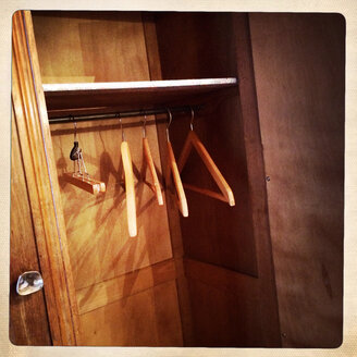 Empty closet in an old hotel in Besancon, Doubs, France. - DHL000357