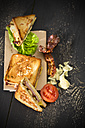 Sandwich with cheese, ham, bacon, tomato and salad - MAEF008159