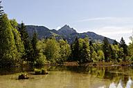 Germany, Bavaria, Lake with Wendelstein at Hammer in the Leitzach valley near Bayerischzell - LB000684