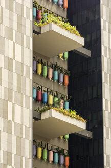 Singapore, facade greenery in Chinatown - THA000134