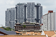 Singapore, Chinatown, view to roofs and old building in front of high-rise buildings - THA000138