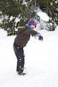 Austria, Carinthia, Gmuend, girl throwing snowball - YFF000067