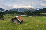 Germany, Bavaria, Werdenfelser Land, lake Geroldsee with hay barn at sunset, in background the Karwendel mountains - RJF000025