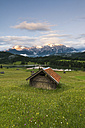 Germany, Bavaria, Werdenfelser Land, lake Geroldsee with hay barn at sunset, in background the Karwendel mountains - RJF000027
