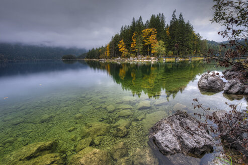 Germany, Bavaria, Werdenfelser Land, Eibsee at autumn - RJF000033