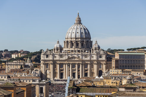 Italy, Rome, St. Peter's Basilica seen from Castel Sant'Angelo - EJWF000384