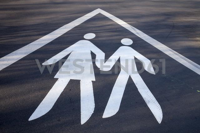 Sign for pedestrians on street - WIF000502 - Wilfried Wirth/Westend61