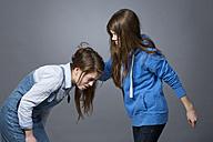 Teenage girl pulling her sisters hair - MAEF008245