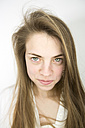 Portrait of smiling teenage girl with green eyes - MAEF008181