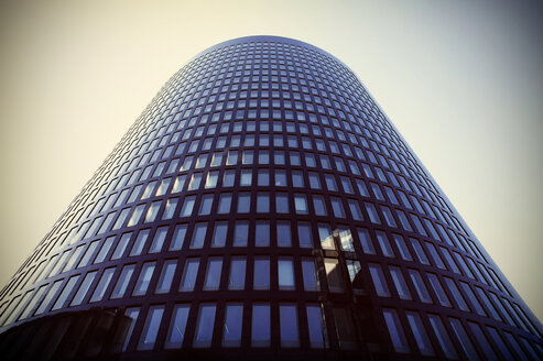 Germany, North Rhine-Westphalia, Dortmund, view to high-rise office building from below - HOH000596
