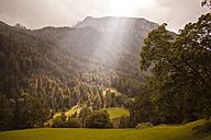 Austria, Lungau, sunbeam in alpine landscape - KV000035
