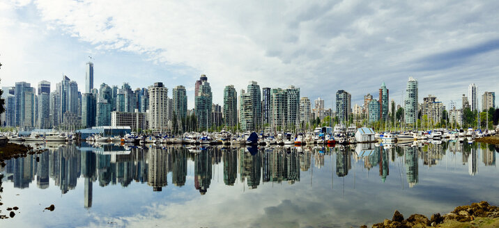 Canada, Vancouver, Skyline of Coral Harbour - AMF002030