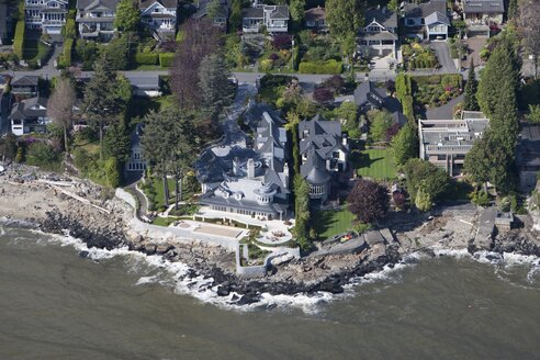 Canada, Vancouver, Luxury villas, aerial view - AM002003