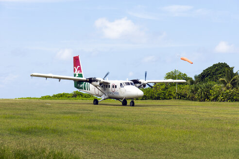 Seychelles, Northern Coral Group, Denis Island, DHC6 Twin Otter 300 on runway, departure - WE000048