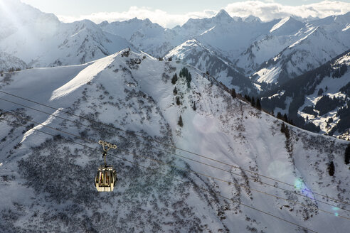 Austria, Vorarlberg, Riezlern, Mountainscape with cable car in winter - MUM000064