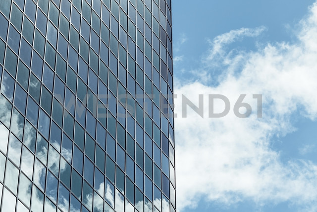 New Zealand, Auckland, facade of skyscraper with reflection of clouds, partial view - WV000472