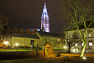 Germany, North Rhine-Westphalia, Paderborn, Kaiserpfalz Museum and Cathedral by night - WIF000504