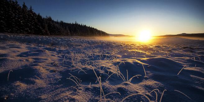 United Kingdom, Scotland, Isle of Skye, Landscape in winter, Sunset - SMAF000203