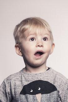 Portrait of astonished little boy - MFF000919