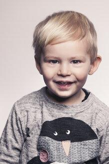 Portrait of happy little boy - MFF000923