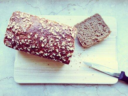 Bread on a wooden board, studio - RIMF000193