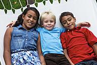 Three children lying in hammock - ABF000571