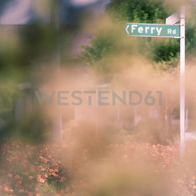 New Zealand, Lake Taupo, road sign - WV000535 - Valentin Weinhäupl/Westend61