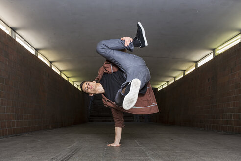 Germany, portrait of young break dancer in underpass - STS000376