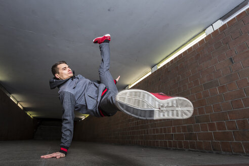 Germany, portrait of young break dancer in underpass - STS000373