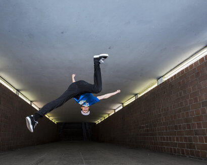 Young breakdancer in underpass - STS000383