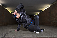 Young breakdancer in underpass - STS000387