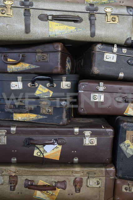 Stacked old suitcases, partial view - ELF000923